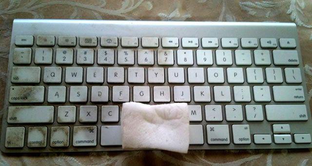 Очистка очень грязной клавиатуры компьютера