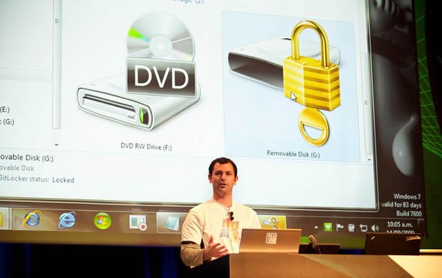 Адам Халл проводит презентацию обновленной системы шифрования диска BitLocker